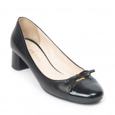 Prada Leather Round-Toe Bow Pumps 01